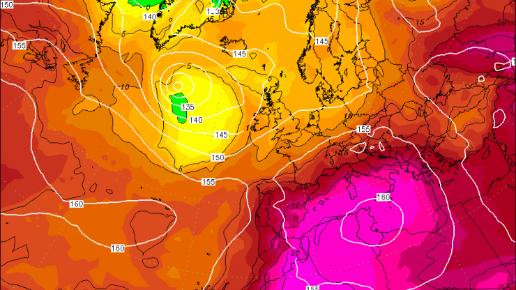 GFS output for August 11 in Europe showing 850 hPa geopotential (gpdm) and temperature (in Celsius)